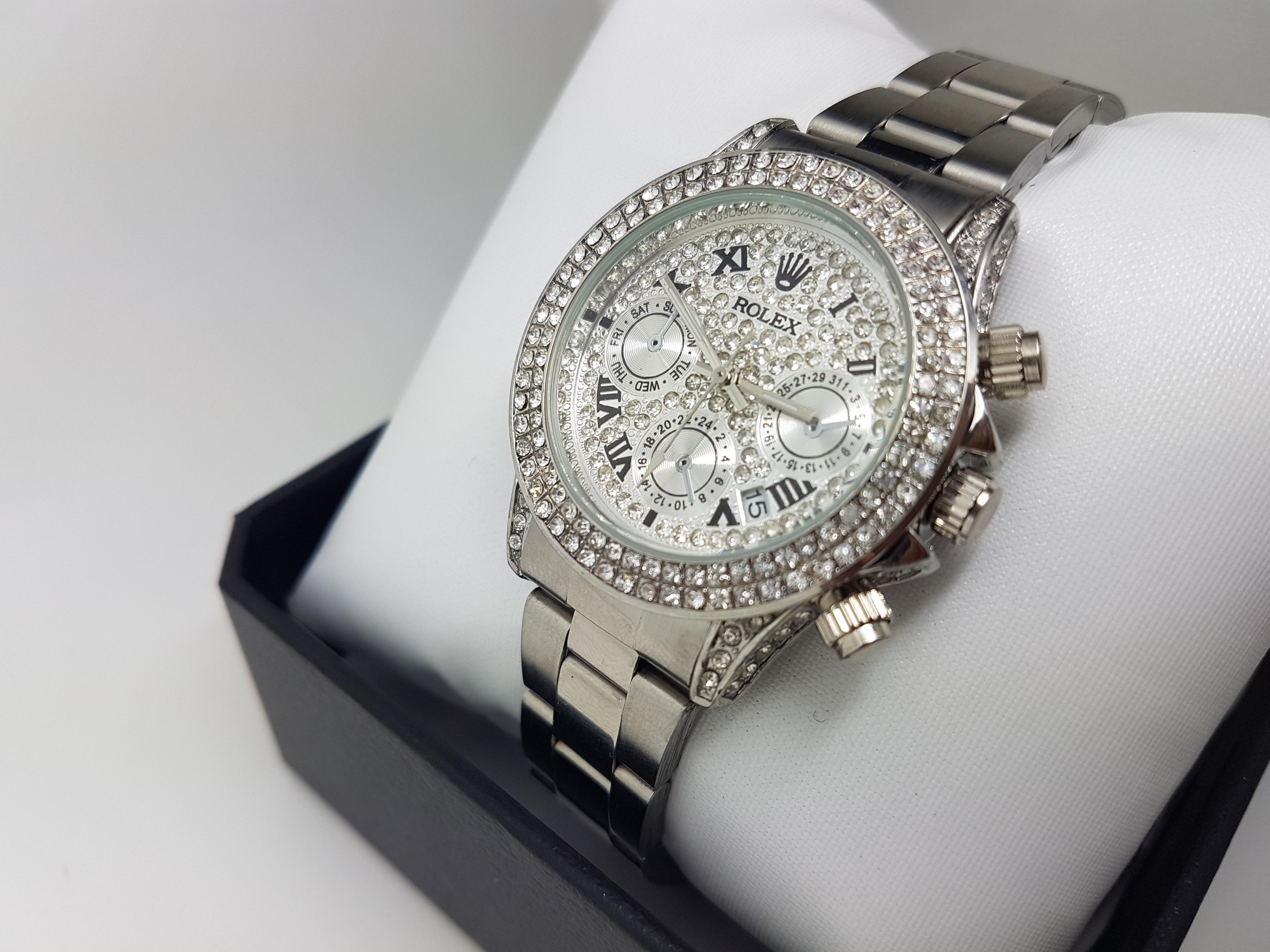 Elegant Mens Shiny Chain Watch with Diamonds